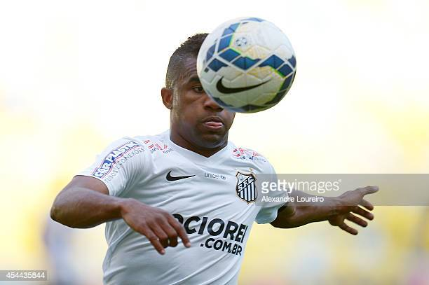 ÊCicinho of Santos in action during the match between Botafogo and Santos as part of Brasileirao Series A 2014 at Maracana stadium on August 31, 2014...