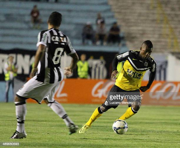 Cicinho of Santos in Series A Brasileirao 2014 at Cafe Stadium on May 11, 2014 in Londrina, Brazil.