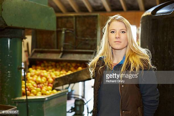 Cider maker with apple pressing machine
