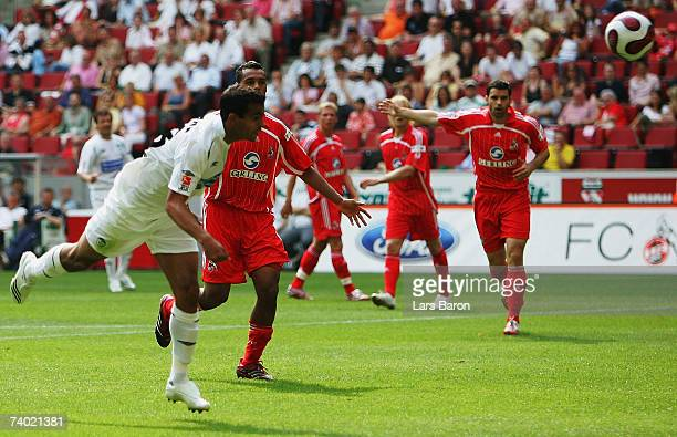 Cidimar of Fuerth scores the second goal during the Second Bundesliga match between 1.FC Cologne and Spvgg Greuther Fuerth at the Rhein Energie...