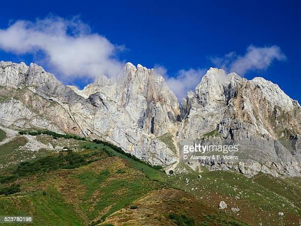 ciega and arestas mountains in spain - alamany fotografías e imágenes de stock
