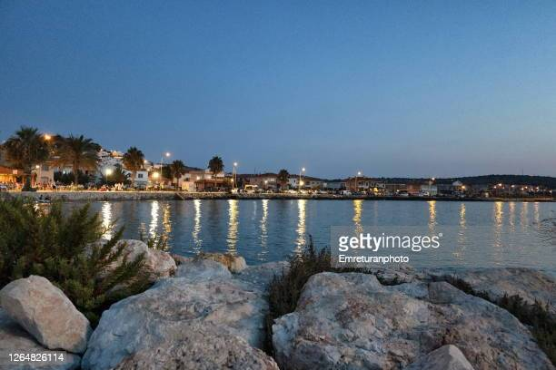 ciftlikkoy shoreline at sunset in cesme on a summer day. - emreturanphoto stock pictures, royalty-free photos & images