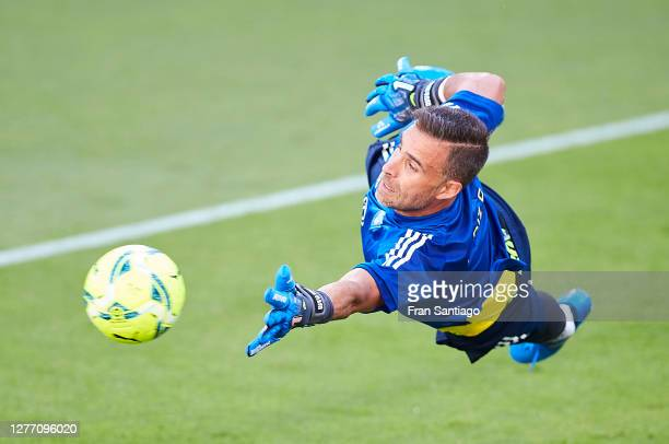 Cifuentes of Cadiz CF warms up prior to the La Liga Santander match between Cadiz CF and Sevilla FC at Estadio Ramon de Carranza on September 27,...