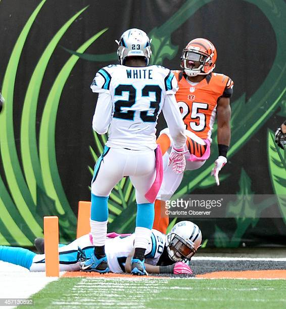 Cincinnati Bengals' Giovani Bernard celebrates his long touchdown run as Carolina Panthers' Melvin White and Antoine Cason look up during the first...
