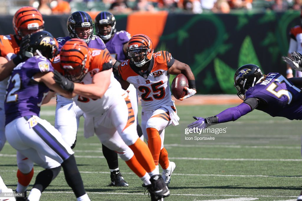 Cincinnati Bengals running back Giovani Bernard (25) carries the ball during the NFL game against the Baltimore Ravens and the Cincinnati Bengals on September 10th 2017, at Paul Brown Stadium in Cincinnati, OH. The Ravens defeated the Bengals 20-0.