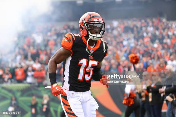 Cincinnati Bengals wide receiver John Ross runs onto the field before the game against the Cleveland Browns and the Cincinnati Bengals on November...