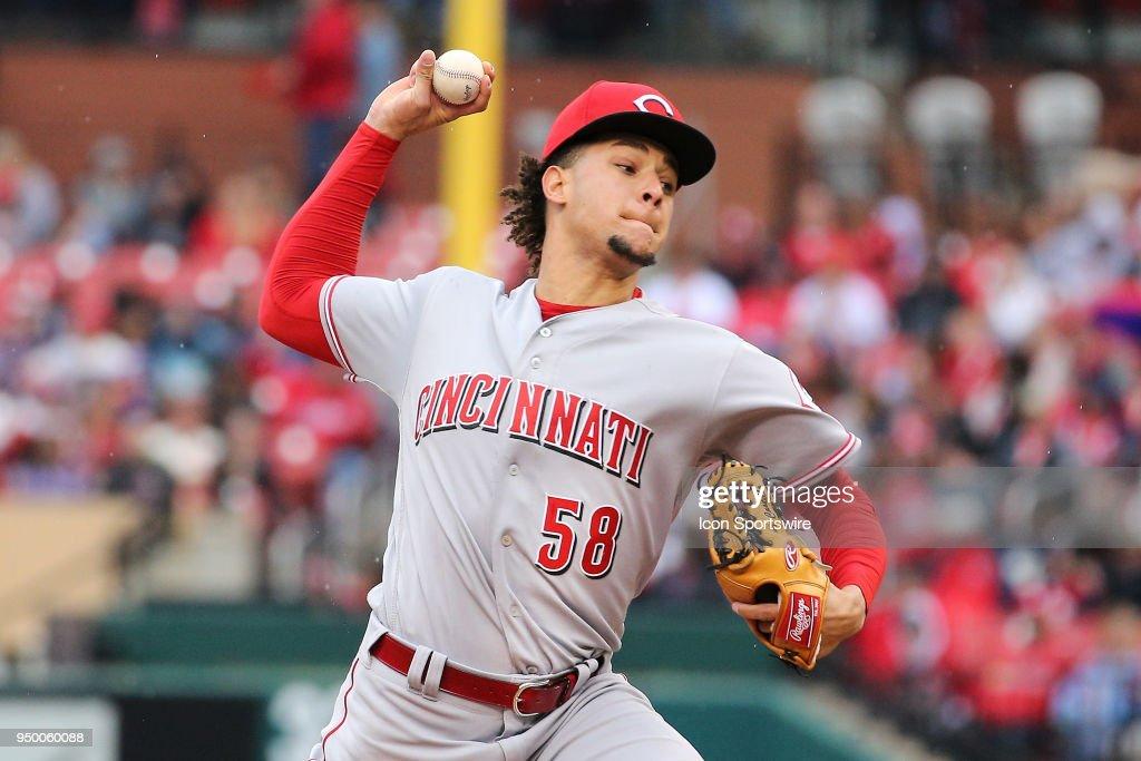 MLB: APR 22 Reds at Cardinals : News Photo