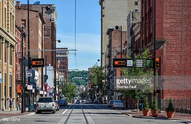 cincinnati road with lights intersection - cincinnati stock pictures, royalty-free photos & images