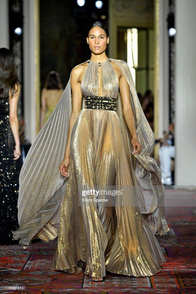 Zuhair Murad : Runway - Paris Fashion Week - Haute Couture Fall/Winter 2019/2020 : News Photo