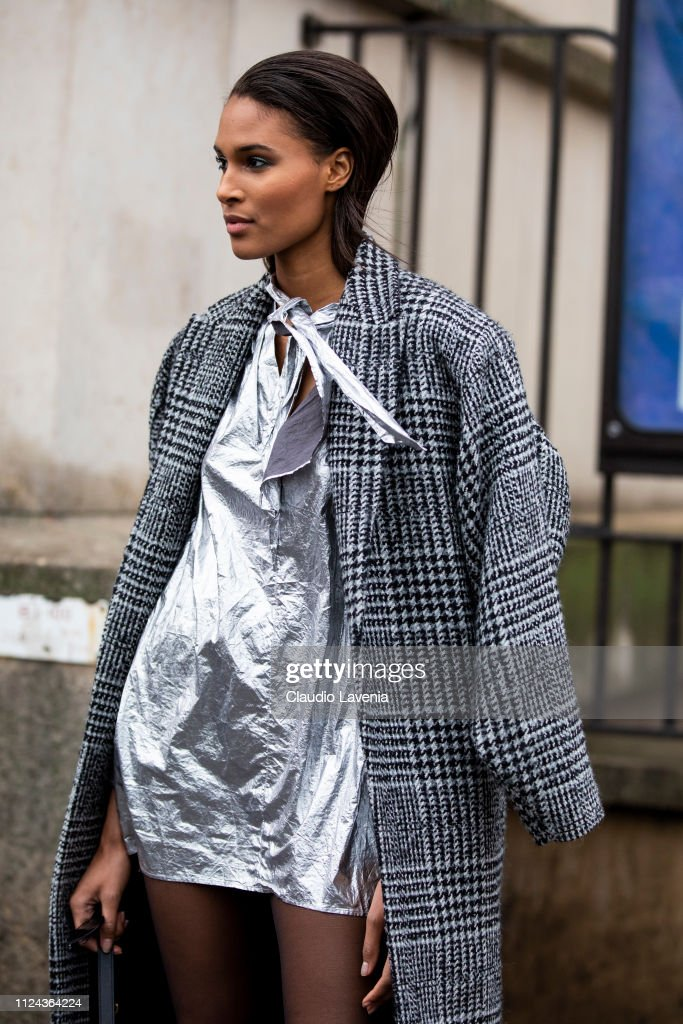 Street Style - Paris Fashion Week - Haute Couture Spring Summer 2020 : Day  Three : News Photo