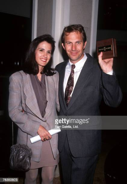 Cindy Costner and Kevin Costner winner Motion Picture Producer of the Year Award for Dances with Wolves