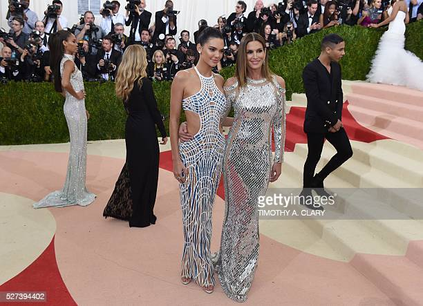 Cindy Crawford and Kendall Jenner arrive for the Costume Institute Benefit at The Metropolitan Museum of Art May 2 2016 in New York / AFP / TIMOTHY A...