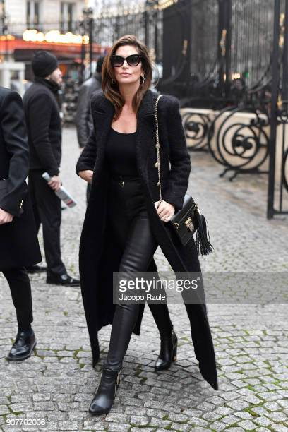 Cindy Crawford arrives at Balmain Homme Menswear Fall/Winter 20182019 show as part of Paris Fashion Week on January 20 2018 in Paris France