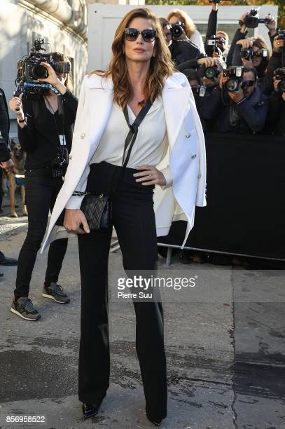 Cindy Crawford arrives at the Chanel show as part of the Paris Fashion Week Womenswear Spring/Summer 2018 on October 3 2017 in Paris France