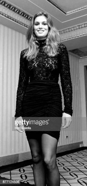 Cindy Crawford attends 40th Anniversary Fragrance Foundation Celebration on June 7 1989 at the Waldorf Hotel in New York City