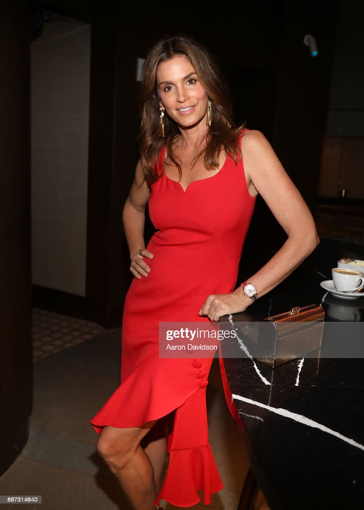 Cindy Crawford attends Art Basel Miami Beach 2017 - Eduardo Cosentino & Cindy Crawford Co-Host Exclusive Dinner With Chef Jose Andres at TATEL Miami on December 6, 2017 in Miami Beach, Florida.