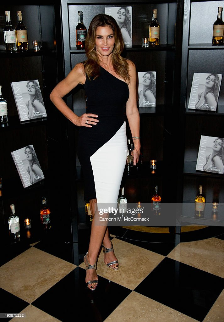 Casamingos Tequila & Cindy Crawford Book Launch Party - Red Carpet Arrivals : News Photo