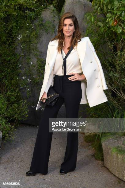 Cindy Crawford attends the Chanel show as part of the Paris Fashion Week Womenswear Spring/Summer 2018 on October 3 2017 in Paris France