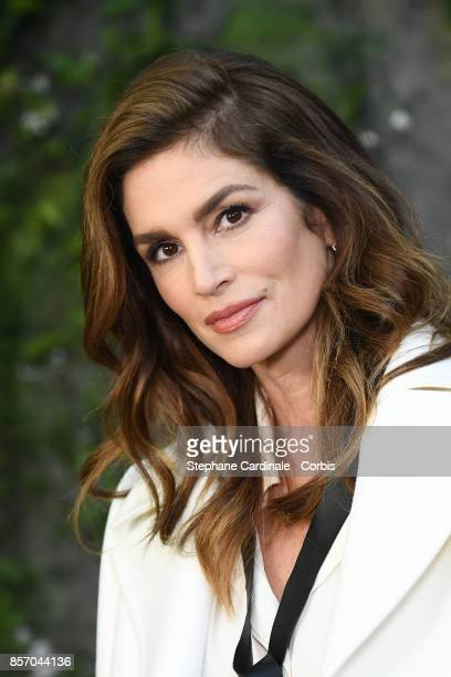 Cindy Crawford attends the Chanel show as part of the Paris Fashion Week Womenswear Spring/Summer 2018 at on October 3 2017 in Paris France