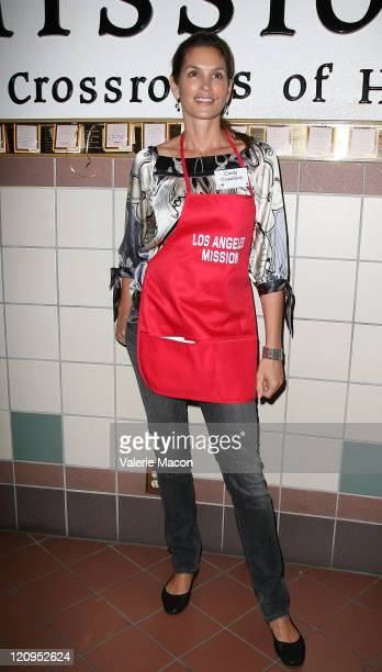 Cindy Crawford attends the LA Mission And Anne Douglas Center's Thanksgiving Meal For The Homeless on November 26 2008 in Los Angeles California