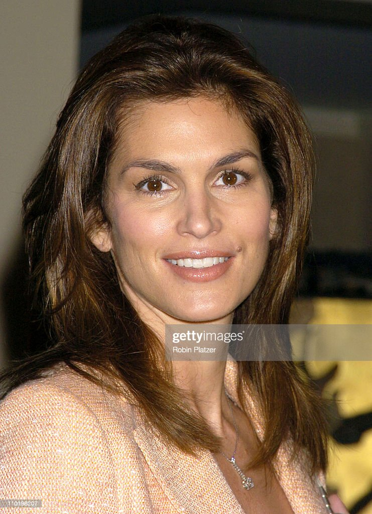 "Cindy Crawford Honored as City of Hope's ""Woman of The Year"" at the 2004 Spirit of Life Luncheon : News Photo"