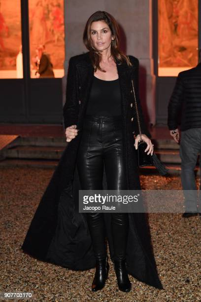 Cindy Crawford leaves the Balmain Homme Menswear Fall/Winter 20182019 show as part of Paris Fashion Week on January 20 2018 in Paris France