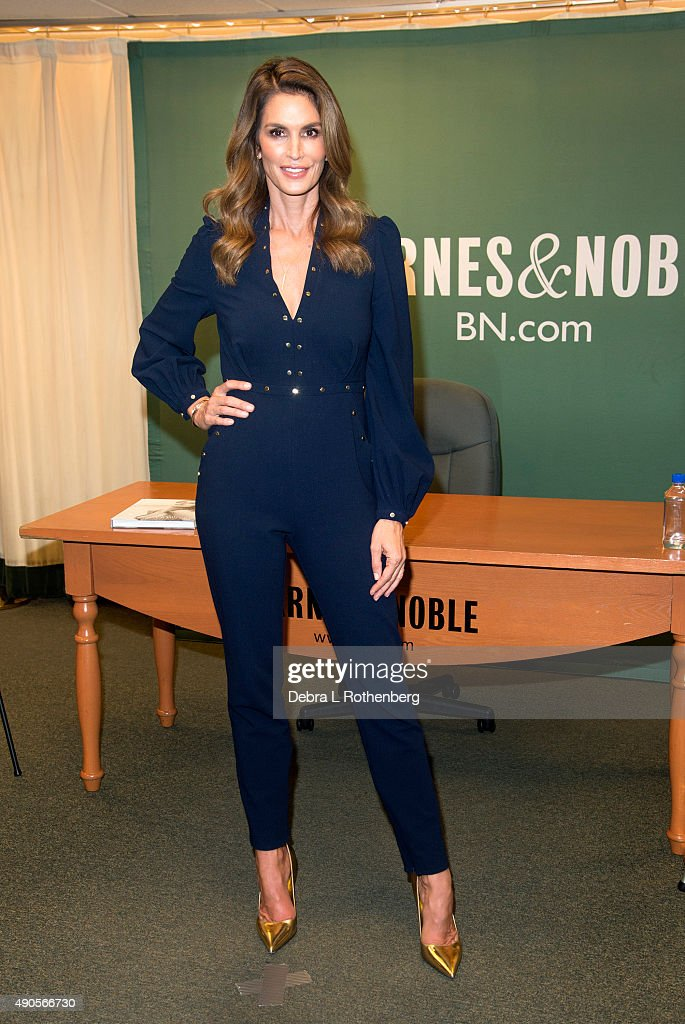"""Cindy Crawford Signs Copies Of """"Becoming Cindy Crawford"""""""
