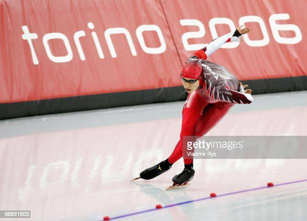 Cindy Klassen of Canada competes in the women's 3000m speed skating final during Day 2 of the Turin 2006 Winter Olympic Games on February 12, 2006 at...
