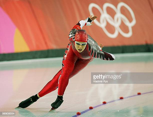 Cindy Klassen of Canada skates in the 1500m women's Speed Skating Final during Day 12 of the Turin 2006 Winter Olympic Games on February 22, 2006 at...