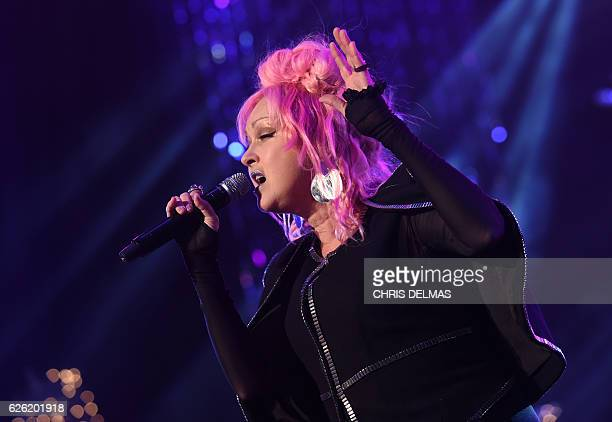 Cindy Lauper performs during the 85th annual Hollywood Christmas Parade on Hollywood Boulevard in Hollywood on November 27 2016 / AFP / CHRIS DELMAS