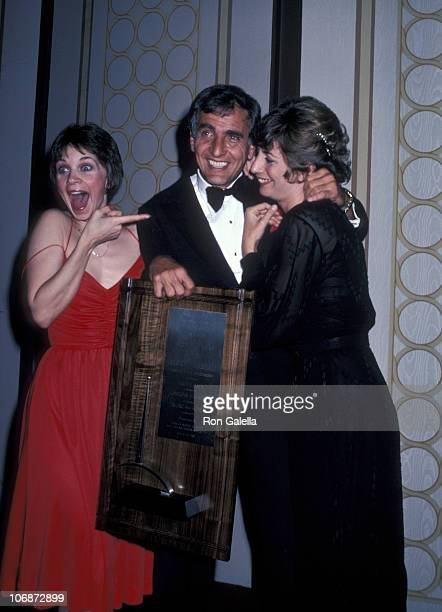 Cindy Williams Garry Marshall and Penny Marshall during International Broadcasting Awards March 10 1980 at Century Plaza Hotel in Century City...