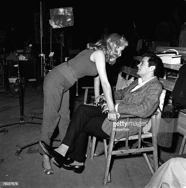 Cinema Elstree England American film star Tony Curtis is pictured during a visit to see his wife Janet Leigh on the set of the film 'Safari'
