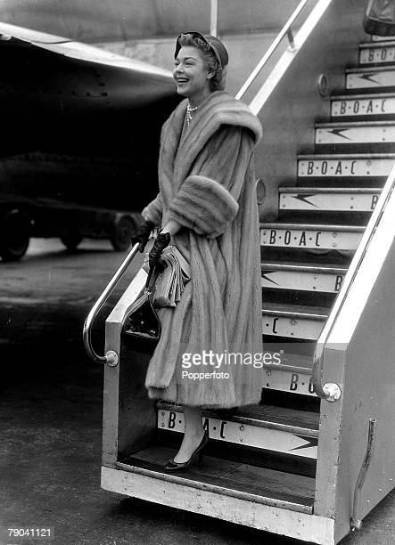 3rd January 1956 American actress Shirl Conway who is 6 feet tall arrives in London to appear at the Drury Lane Theatre