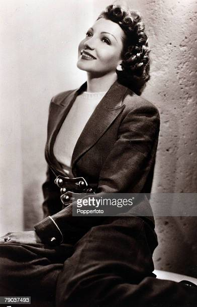 Cinema Personalities circa 1930s French born film actress Claudette Colbert who went with her family at the age of 6 and appeared in silent films of...