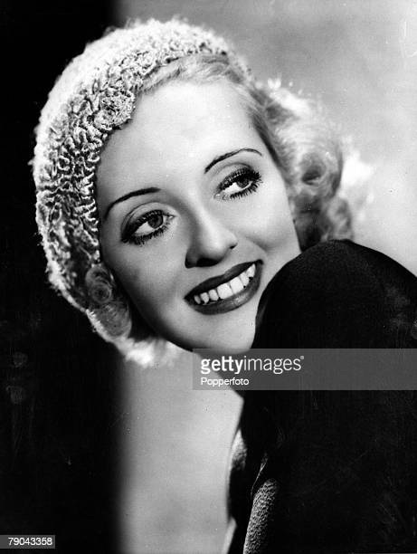 1933 American film actress Bette Davis in a posed fashion picture