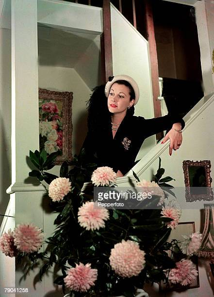 1949 British film actress Vivien Leigh portrait She was best known for her starring roles in the classic 1939 film Gone With The Wind and A Stretcar...