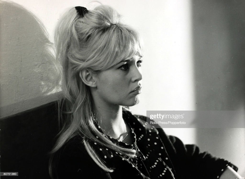 Cinema Personalities pic: 30th January 1964. French film actress Brigitte Bardot, (born 1934), pictured in a relaxed casual portrait. Brigitte Bardot, first appeared on screen in 1952, married Roger Vadim when she was 18 and became a major star after app : News Photo