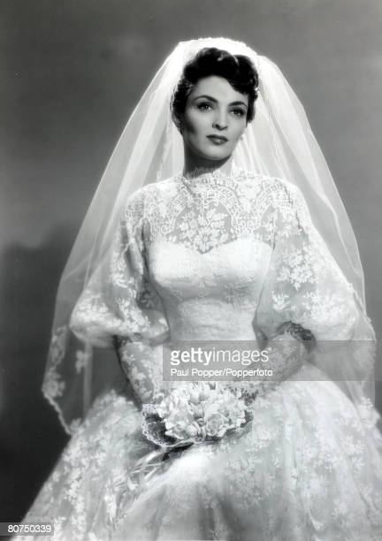 April 1954 American actress Suzan Ball pictured on her wedding day Suzan Ball tragically died from cancer at the age of 21 a promising career in...