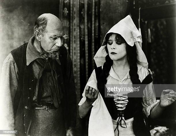 circa 1919 American actress Theda Bara appearing in the film The Siren's Song