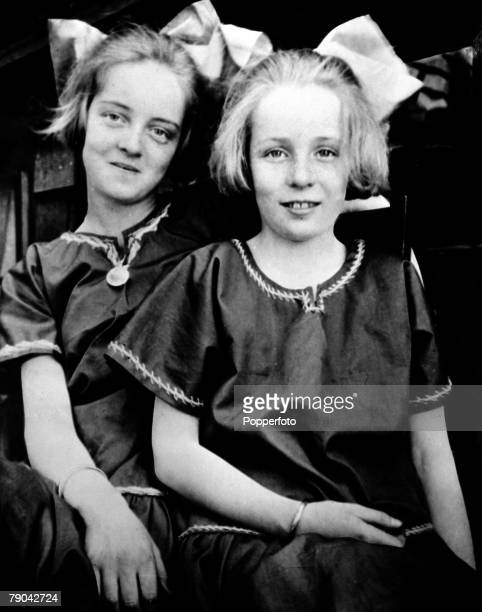 circa 1920 American film actress Bette Davis is pictured with her younger sister