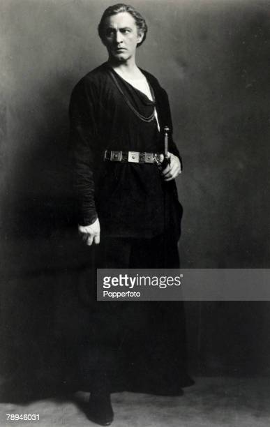 circa 1920's American actor John Barrymore a major star of films in the 1920's and 1930's who had a rapid rise to stardom and an equally rapid...