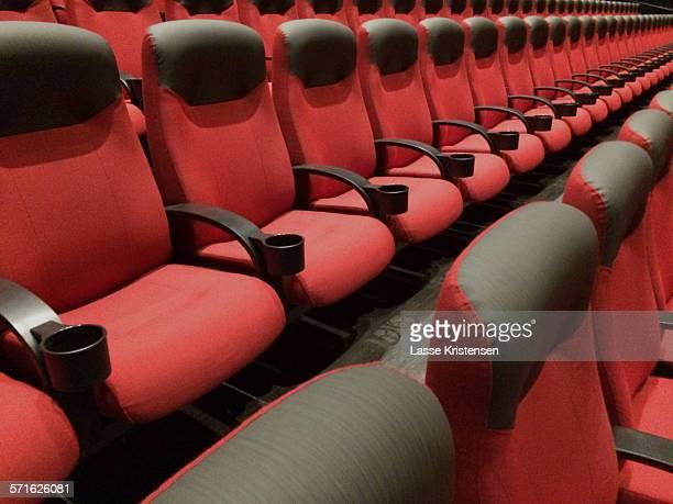 cinema seats - filmpremiere stock-fotos und bilder