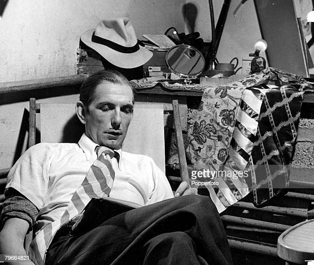 Cinema / Television British comedy actor Arthur English famous for his spivs hat and loud tie Circa 1950