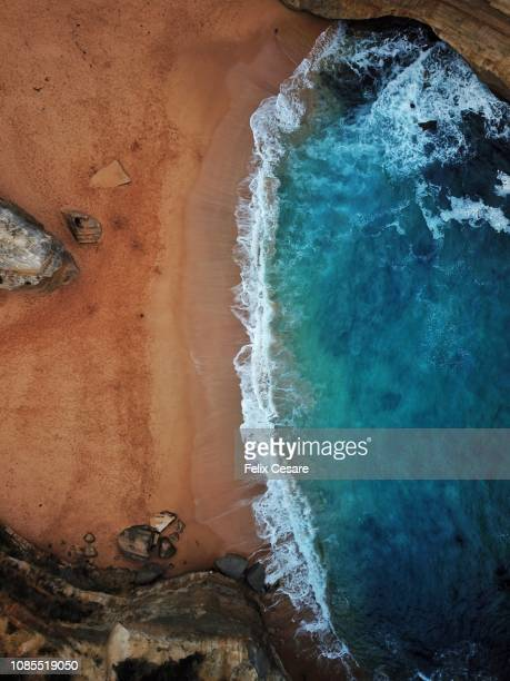 cinematic vivid colours of an aerial beach shot in australia - riva dell'acqua foto e immagini stock