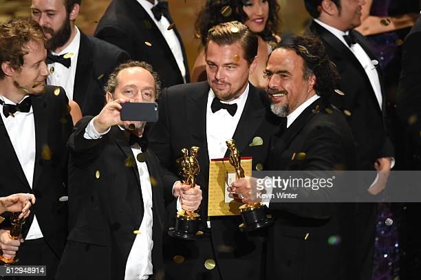Cinematographer Emmanuel Lubezki, actor Leonardo DiCaprio and director Alejandro Gonzalez Inarritu, all winners for 'The Revenant,' take a selfie...