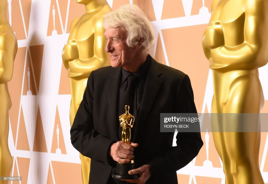 Cinematographer Roger A. Deakins poses in the press room with the Oscar for Best Cinematography for 'Blade Runner 2049' during the 90th Annual Academy Awards on March 4, 2018, in Hollywood, California. / AFP PHOTO / Robyn Beck
