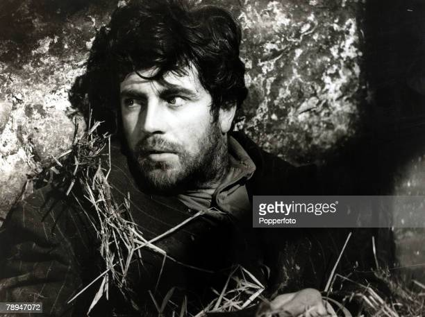 circa 1961 English actor Alan Bates born 1934 appearing in the film 'Whitle Down The Wind' Alan Bates has a had a long and illustrious career from...