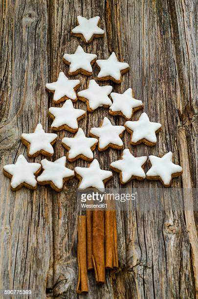 Cinnamon stars and cinnamon sticks shaped like a Christmas tree