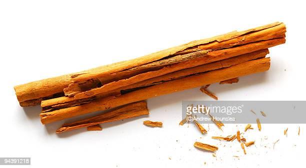 cinnamon sticks - canelo fotografías e imágenes de stock