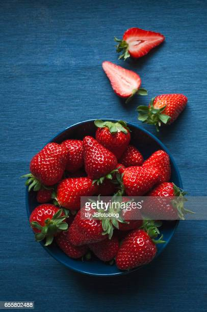 ciotola di fragole - strawberry stock pictures, royalty-free photos & images
